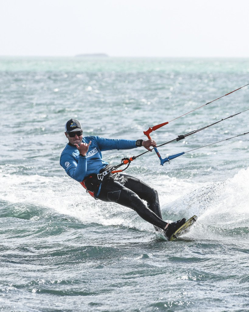 difference between Kitesurfing and Kiteboarding
